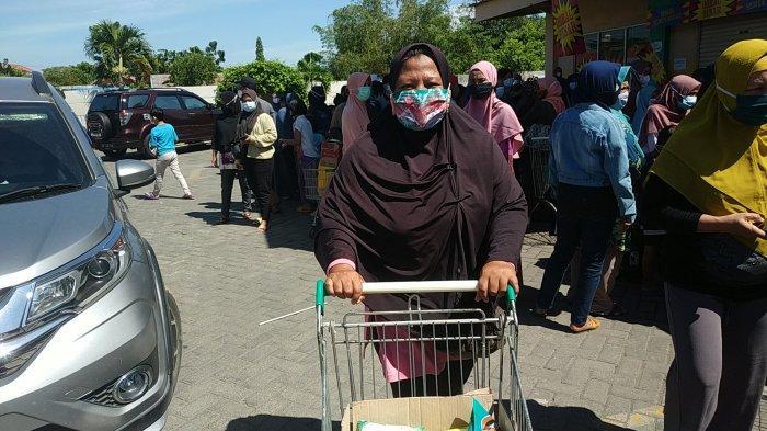 Sejak Pagi, Giant Ekspress Loktabat Banjarbaru Mulai Diserbu Pengunjung
