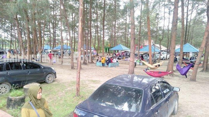 Area Pantai Rindu Alam Kabupaten Tanbu Masih Bermasalah, Pengunjung Tetap Ramai