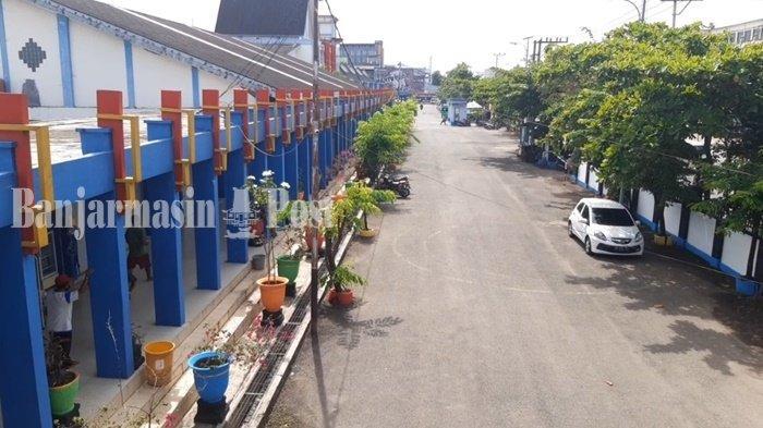 Suasana di Terminal Km 6 Kota Banjarmasin, Kalimantan Selatan, lengang sehari menjelang peniadaan mudik, Rabu (5/5/2021). Pemerintah menerapkan aturan peniadaan mudik mulai 6-17 Mei 2021.