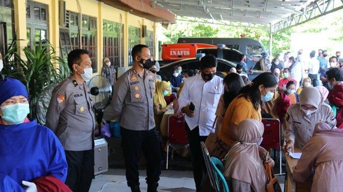 Suasana Gebyar Vaksinasi Covid-19 berlangsung di Polres Hulu Sungai Selatan (HSS), Kota Kandangan, Kalimantan Selatan, Senin (3/5/2021).