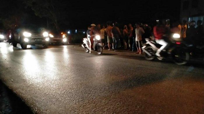 BREAKING NEWS : Truk vs Motor di Kersik Putih Batulicin, Seorang Pria Tergeletak di Jalan
