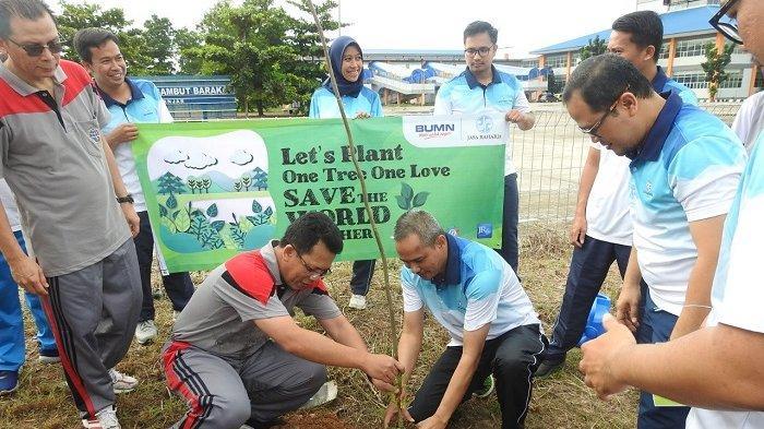 Milenial Jasa Raharja Hijaukan Terminal Gambut Barakat Pal 17, Segini Pohon yang Ditanam