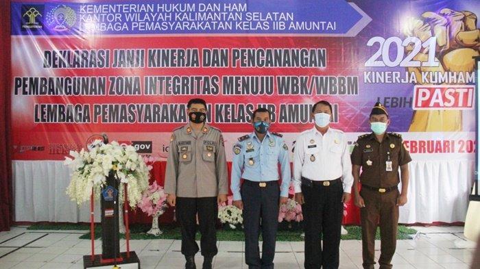 Suasana dalam acara pencanangan zona integritas WBK dan WBBM di lingkungan Aula Lapas Amuntai, Kota Amuntai, Kabupaten Hulu Sungai Utara (HSU),  Kalimantan Selatan.