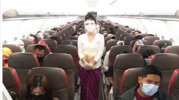 Suasana penerbangan di Pesawat Lion Air.