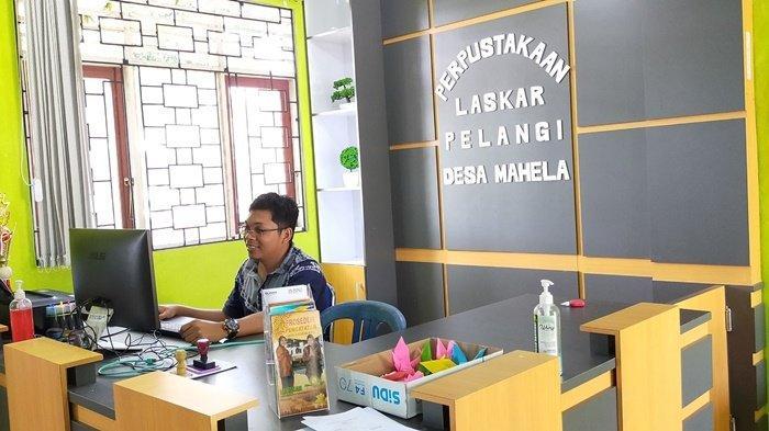 KalselPedia - Minim, Honor Pengelola Perpustakaan Laskar Pelang Mahela Kabupaten HST