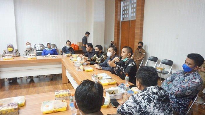 Suasana pertemuan anggota DPRD Kabupaten Barito Kuala (Batola) dengan jajaran Kejaksaan Negeri Batola di gedung dewan di Kota Marabahan, Kalimantan Selatan, Senin (7/6/2021).