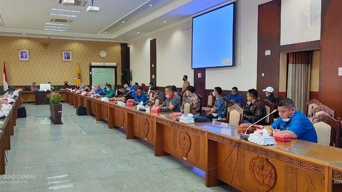 Suasana pertemuan Setwan Kalimantan Selatan dengan Setwan Kalimantan Tengah, Senin (5/4/2021).