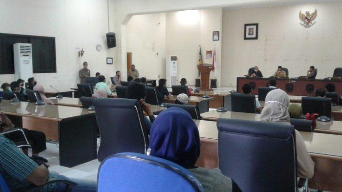 Warga Labung Anak Protes ke DPRD Kabupaten HST, Ini Tuntutan Mereka