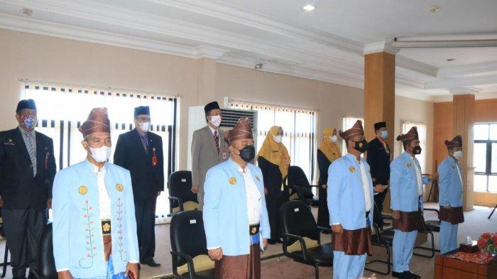 Suasana rapat paripurna memperingati Hari Jadi ke-22 Kota Banjarbaru di Graha Paripurna lantai III gedung dewan setempat, Selasa (20/4/2021).