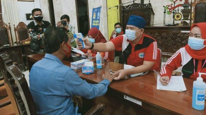 Anggota DPRD Kapuas Jalani Vaksinasi Covid-19 Dosis Pertama