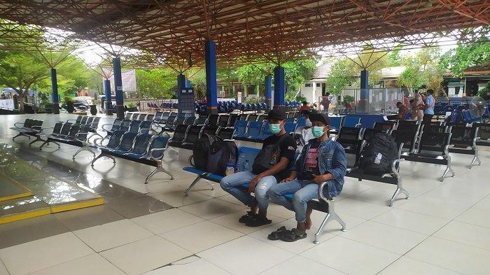 Peniadaan Mudik Masih Berlaku, Warga Jatim Ini 2 Hari Nginap di Pelabuhan Trisakti Banjarmasin
