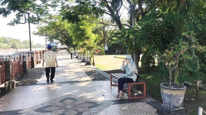 Wisata Kalsel, Kawasan Siring Menara Pandang Banjarmasin Tetap Jadi Tempat Berolahraga