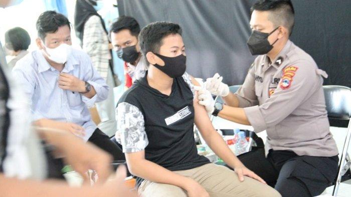 442 Mahasiswa, Dosen dan Masyarakat Ikuti Vaksinasi di STKIP PGRI Banjarmasin