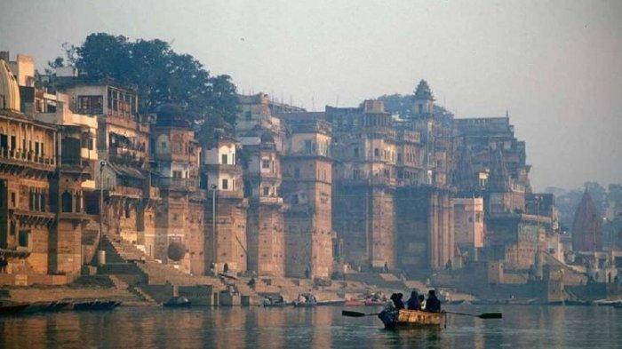 Pemandangan Sungai Gangga di India. Akibat Lockdown, Lima Anak Kelaparan Dilempar ke Sungai Gangga oleh Ibunya.