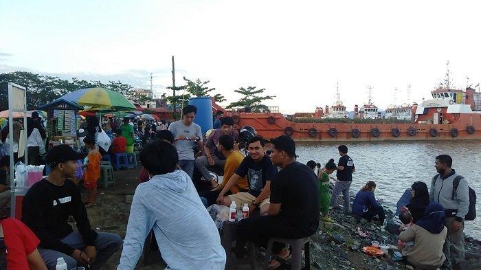 Wisata Kalsel : Kerennya Berwisata ke Pelabuhan Batang Tanbu, Bisa Berswafoto di Tepi Laut