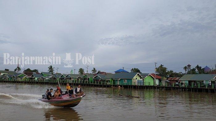 Melihat dari Dekat Kampung Hijau dan Biru Banjarmasin Kalsel Saat Wisata Susur Sungai