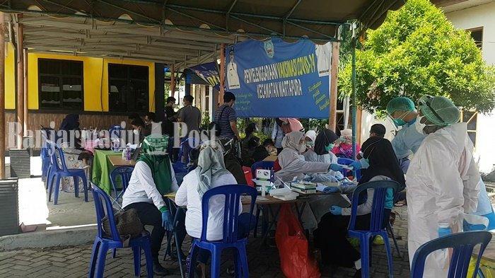 Petugas Pelaksana PSU Pilgub Kalsel di Martapura Ikuti Swab Antigen