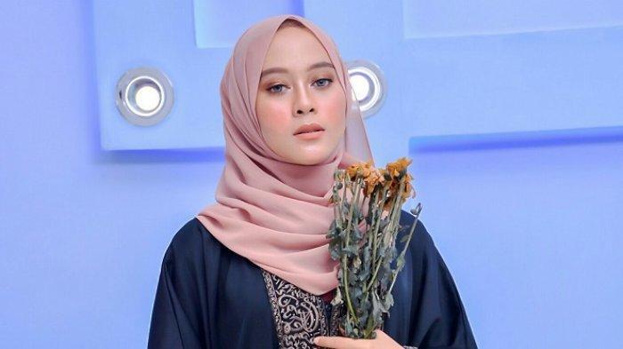 Gadis Cantik Asal Martapura Ini Siap Bertarung di Fashion Show Putri Muslimah Sasirangan