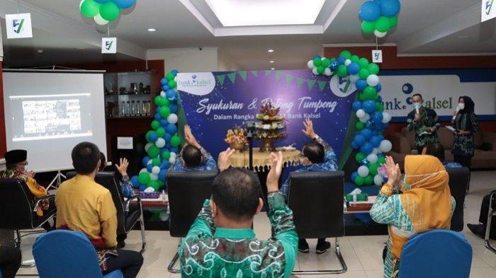 Syukuran dan Potong Tumpeng dalam Rangka HUT Bank Kalsel, Kamis (25/3/2021).