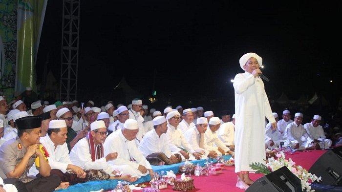 Ribuan Jemaah Padati Lapangan Dwi Warna Barabai, Demi Dengarkan Ceramah Sosok Ustadz Ini
