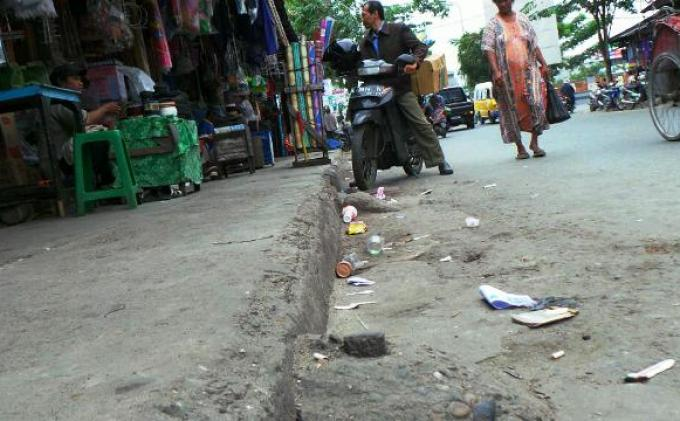 Kadis Kebersihan dan Pertamanan Janjikan Tong Sampah di Pasar Lama