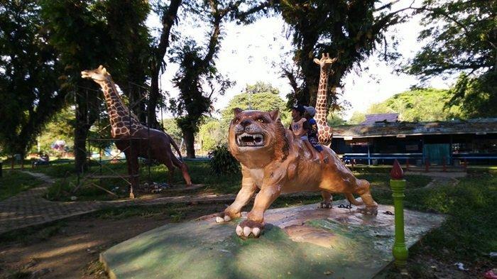 Patung binatang di Taman 10K Murung Pudak Kabupaten Tabalong