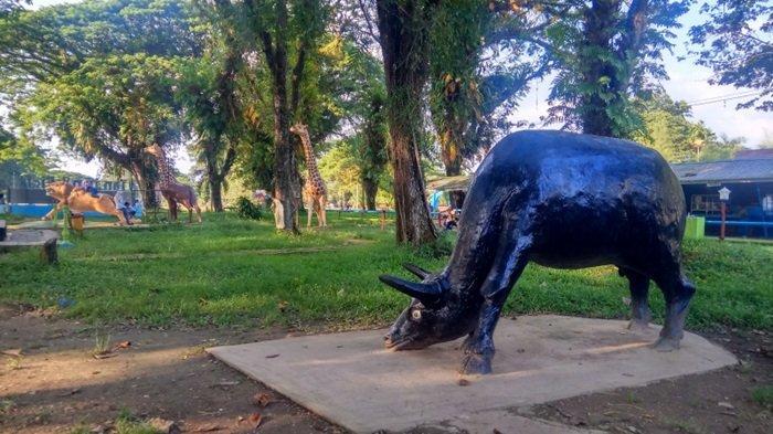 Berbagai ornamen patung binatang di Taman 10K Murung Pudak Kabupaten Tabalong