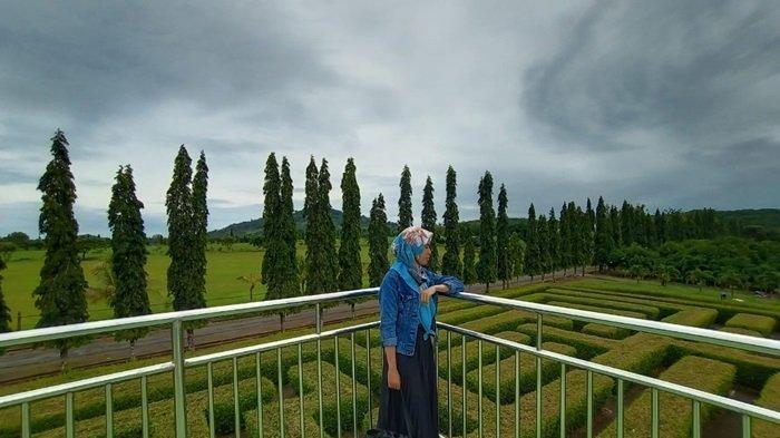Menara di Taman Labirin Desa Sungai Jelai Kecamatan Tambangulang Kabupaten Tanahlaut