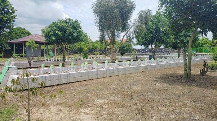 Taman Makam Syuhada Haji di Banjarbaru.
