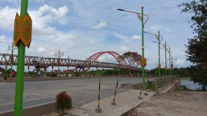 Wisata Kalteng, Taman Pasuk Kameloh Palangkaraya, Keberadaanya Menambah Cantik Jembatan Kahayan