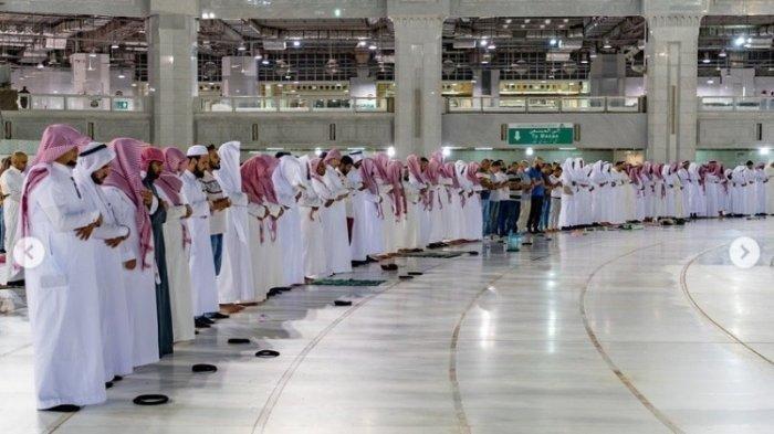 Tarawih di Masjidil Haram Mekkah.