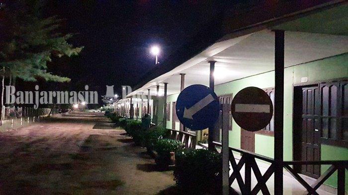 Melihat Akitivtas Kapal Besar dari Jorong Beach Galam Kabupaten Tala