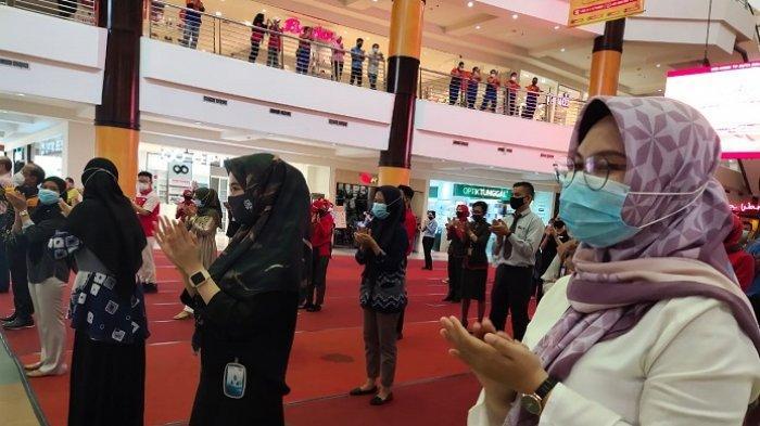 Peringatan Hari Kesehatan Nasional 2020, Tepuk Tangan 56 Detik Menggema di Duta Mall Banjarmasin
