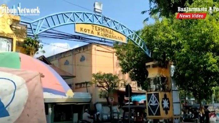Terminal angkutan umum di Kota Kandangan, Kabupaten Hulu Sungai Selatan (HSS), Provinsi Kalimantan Selatan, Senin (7/6/2021).