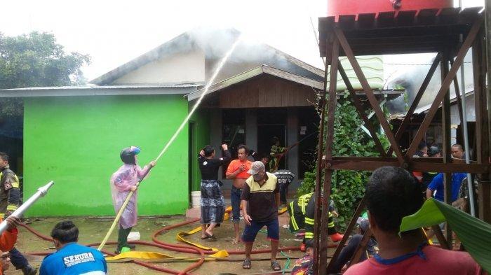 Tiga Rumah di Permukiman Padat Penduduk di Martapura Hangus Terbakar