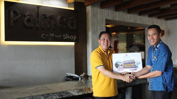 Yudha dan Pusura Raih Door Prize PP Banjarmasin - Bali dari Palmea Restaurant Rattan Inn