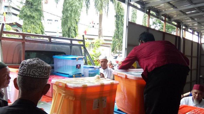 Pilkada Banjar 2020: Jalan Kaki ke Kantor KPUD Banjar, Andin Serahkan Dukungan Sebanyak ini