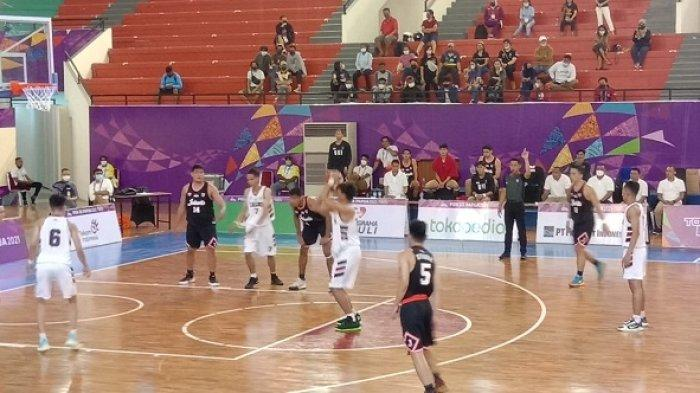 Tim Bola Basket Putra Kalsel Kalah Telak di Partai Pembuka Pool A PON XX Papua 2021