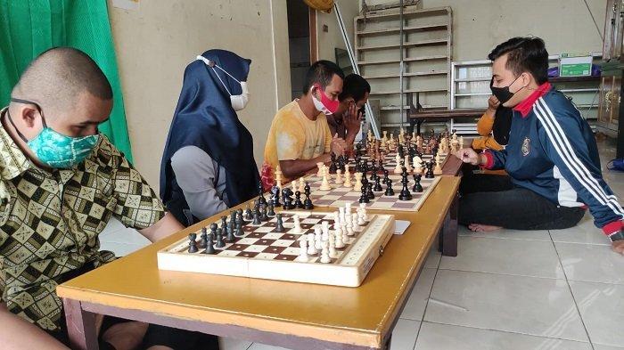 Hadapi Porprov HSS, Tim Catur NPC Banjarmasin Intensif Dilatih Pecatur Kalsel Bergelar Master Fide