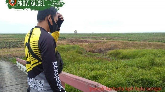 Tim Dalkarhutla KPH Hulu Sungai antispasi kebakaran lahan.