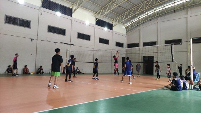 Tim junior bola voli Banjarmasin tengah mempersiapkan para atletnya untuk menghadapi ajang Pekan Olahraga Pelajar (Popda) Kalsel 2021.
