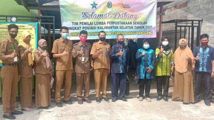 Tim penilai lomba perpustakaan tingkat SLTA se Kalimantan Selatan tahun 2021 mendatangi Sekolah Menengah Kejuruan Shalatiyah Bitin di Kecamatan Danau Panggang, Kabupaten Hulu Sungai Utara (HSU).