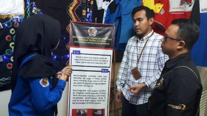 Booth UKM Poliban Mendapat Perhatian President Culture Change Agent Pertamina MOR VI