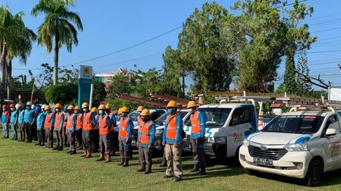 Tim PLN apel sebelum melaksanakan tugas memelihara keandalan listrik.