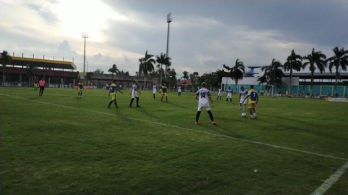 Rehab Selesai, PWI dan  Dispora Kalsel Jajal Nyamannya Rumput Stadion SKB Mulawarman Banjarmasin