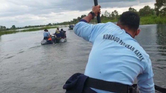 Evakuasi Korban Banjir di Pesisir Kalsel, Tim SAR Pangkalan TNI AL Banjarmasin Andalkan Ilmu Kompas