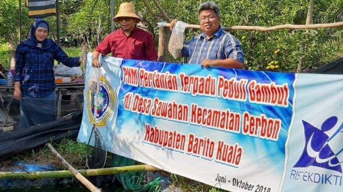 Tim Uniska Peduli Gambut, Terapkan Teknologi Pembuatan Kolam Terpal di Desa Sawahan Kabupaten Batola