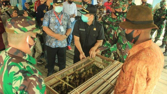 Tim Wasev meninjau program non fisik di Kecamatan Danau Panggang, Kabupaten Hulu Sungai Utara (HSU), Provinsi Kalimantan Selatan, Kamis (15/10/2020).