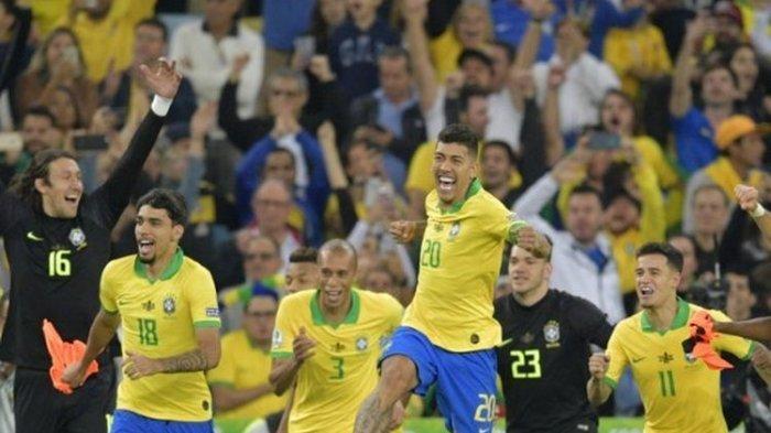 Para pemain timnas Brasil berselebrasi seusai menjuarai Copa America 2019 dengan mengalahkan Peru 3-1 pada laga final di Stadion Maracana, Rio de Janeiro, Brasil, 7 Juli 2019.