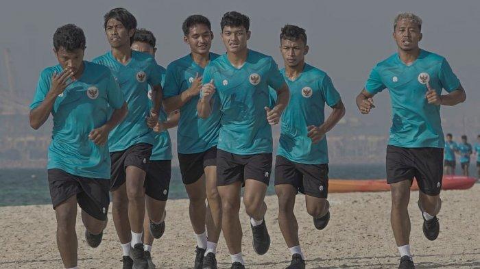 Skuat Timnas Indonesia berlatih di Uni Emirat Arab menjelang laga ujicoba melawan Timnas Afghanistan dan Oman persiapan Kualifikasi Piala Dunia 2022